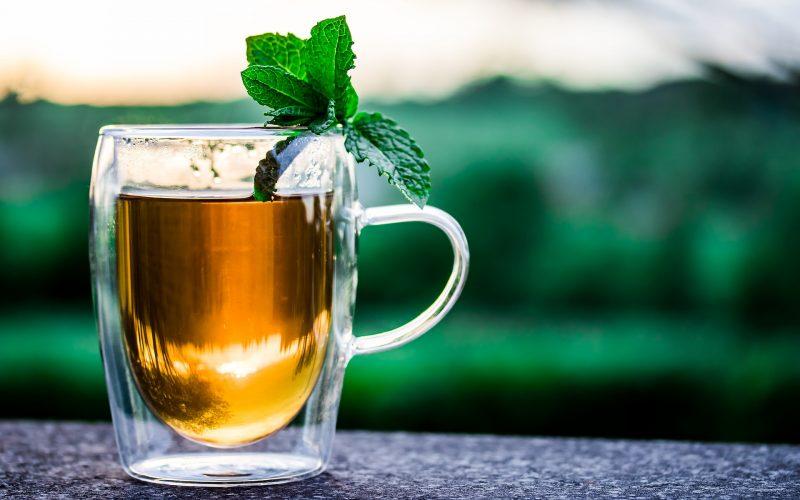 Kop thee met een blaadje munt