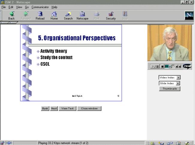 Browser met de sheets aan de linkerkant groot in beeld en rechtsbovenin een klein beeld van een video waarin een docent spreekt.